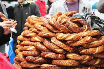 Turkish bagels at street market - бесплатный image #182957
