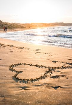 Heart on sand at sunset - image gratuit #182987