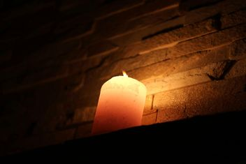 Closeup of burning candle - image gratuit #183057