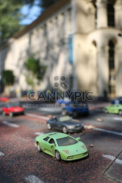 Toy cars on road - image gratuit #183717