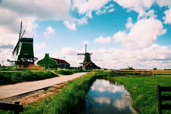 Mills under cloudy sky - image #183727 gratis