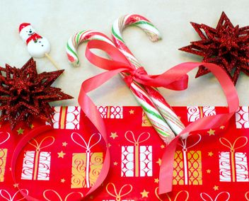 Christmas candies and decorations - image gratuit #183877