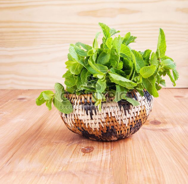 Wooden bowl with fresh mint - Kostenloses image #184027
