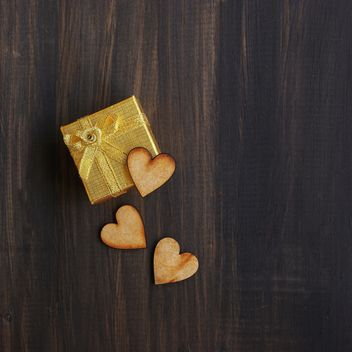 box for gift and wooden hearts - image gratuit #184057