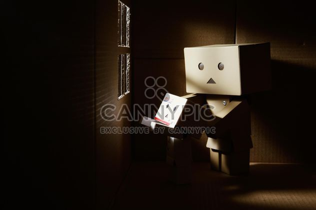 Two cardboard men near window - image gratuit #184207