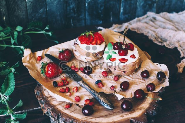 Cakes and berries - Free image #184537