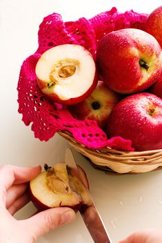 apples in basket - image #185857 gratis