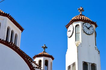 Clock tower against blue sky - image #186247 gratis