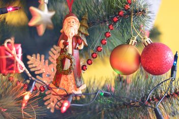 Christmas tree with decorations - image #186707 gratis