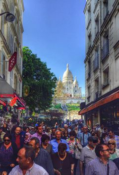 Tourists and Basilica Sacre Coeur - бесплатный image #186857