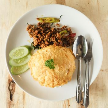 Pork with omelet on rice - image #187007 gratis