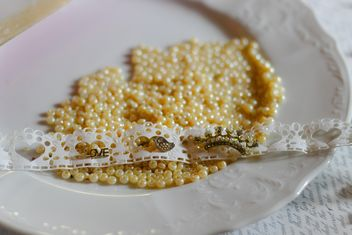 Yellow beads on plate - image #187277 gratis