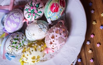 Easter eggs on plate - бесплатный image #187557