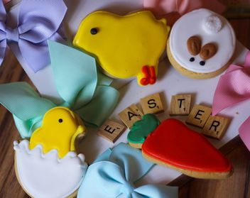 Easter cookies, bows and word Easter - бесплатный image #187627