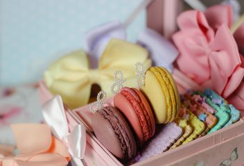 Colorful macaroons and cookies - image #187637 gratis