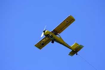 Small plane in blue sky - бесплатный image #187757
