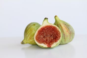 Figs on white background - бесплатный image #187847