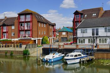 Houses and boats on the Severn river, southwestern Britain - бесплатный image #198297