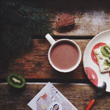 Cup of hot cocoa with kiwi - image gratuit #198437