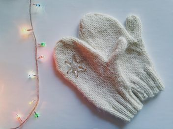 Mittens and garland on white background - бесплатный image #198777