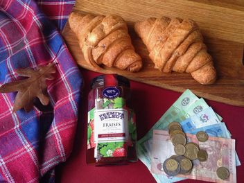 Raspberry jam and two croissant - image #198827 gratis