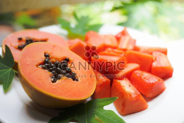 Papaya on the dish - image gratuit #200167