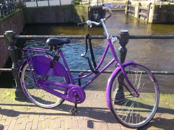 Purple bicycle in Amsterdam - image #200337 gratis