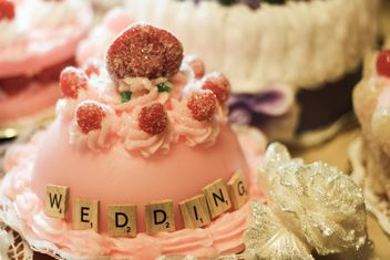 romantic wedding cake - image #200817 gratis