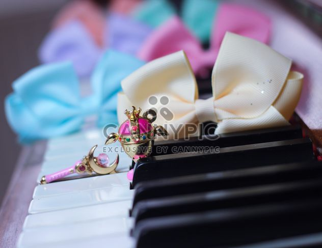 Bows On The Piano - Kostenloses image #200987