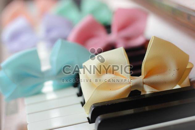 Cookies With A colorful Bows - image gratuit #201047