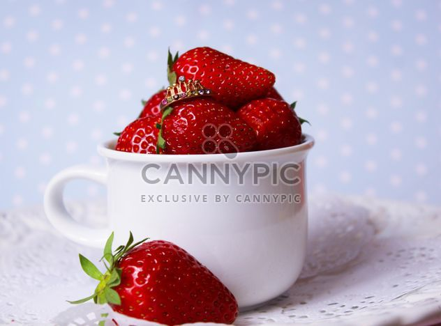 fresh strawberry in a dish - image #201067 gratis