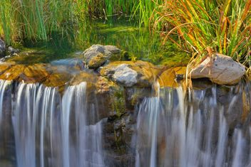 waterfall in autumn park - image #229537 gratis