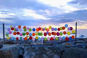 Colorful balloons on the seaside with sunset background - image gratuit #272317