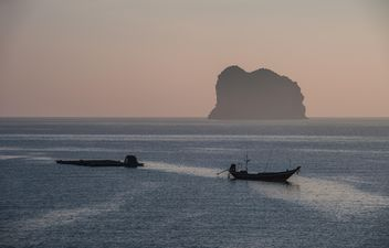 Fishing boats on water - image #273527 gratis