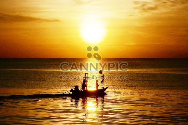 Fishing boat on the beach - Free image #273587