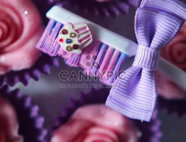 Toothbrush and cupcake - image #273727 gratis