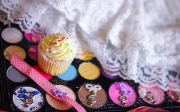 Eyeshadows with cupcakes - image #273767 gratis