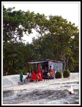 A vlillage shop on the river bank - image gratuit #279907