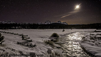 Stanley Lake creek and moon - image #295907 gratis