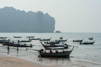 fishing boats moored on the coast - бесплатный image #301697