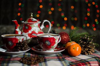 Tea and tangerines ball on the table - image gratuit #302307