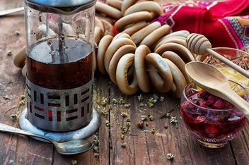 Tea pot with jam and bagels - бесплатный image #302537