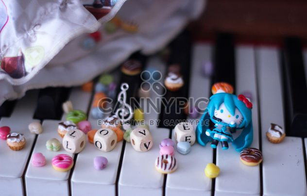 Decorated piano - Free image #302967
