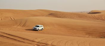 Driving on jeeps on the desert - бесплатный image #303367
