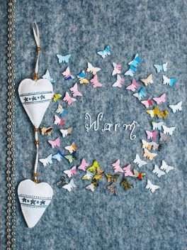 Paper butterflies around the word warm - image #305377 gratis