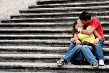 kiss on the steps - image #307517 gratis
