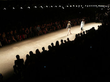 Yigal Azrouel Fashion Show - image #314037 gratis