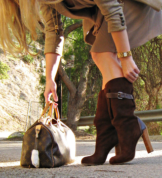 brown suede boots+louis vuitton speedy bag+gold accessories+rabbits foot+vintage jewelry+perfume bottle necklace from the 70's+accessories+fashion+outfit - бесплатный image #314487