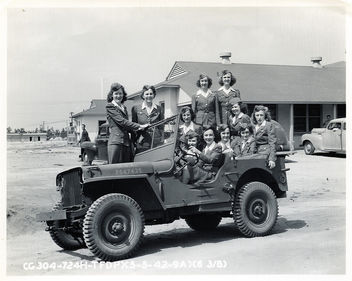 76 Jills in a Jeep, Tyndall Field, Florida WWII - бесплатный image #314647