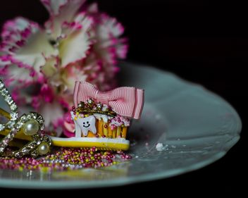 toothbrush decorated with glitter and bow - image #327757 gratis